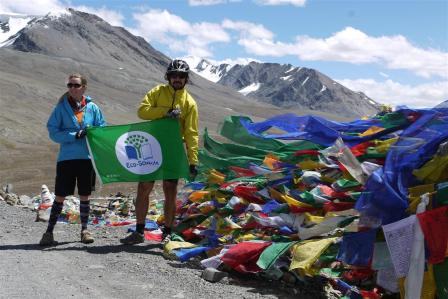Baralacha-la (4980m)This year I decided to fly the Eco-Schools flag on every high pass I cycled over. It is also seemed auspicious as India had just become the 52nd country to join this International programme!