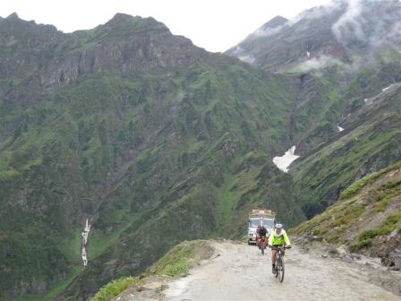 And then the cycling began up the 60km  Rhotang pass climb.... Richard and Colleen making good headway.