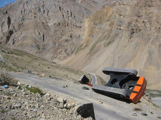 Tip and topple, we saw this brand new digger being transported by truck the day before. As we climbed the 32 km up the Nakee-la pass we had literally and luckily missed the delivery!